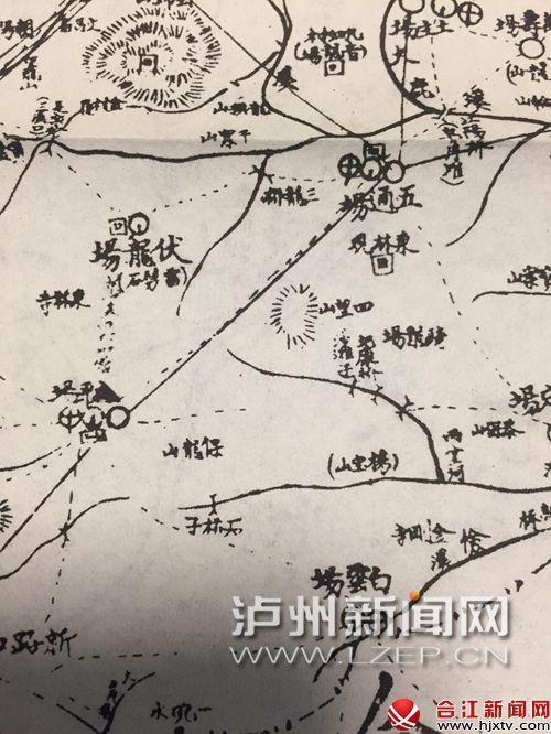 """记者在一张民国时期的泸县地图上,找到老兵反复提到的""""三龙桥""""""""四望山""""两个地名(圈中所示)"""
